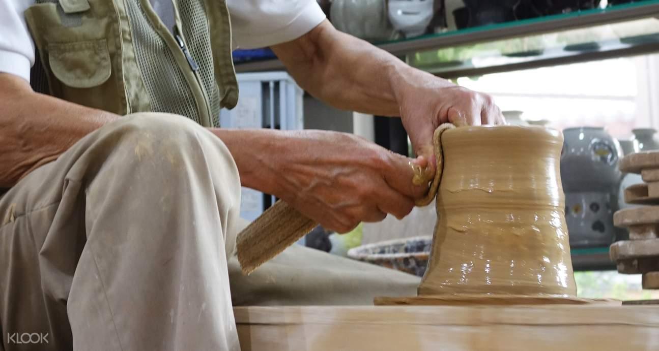 공예원 체험으로 머그컵 페인팅, 도자기 만들기, 램프워킹 등의 다양한 경험을 해보세요. 5,000원 상당의 기념품도 제공이 된답니다!